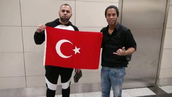 Ronaldinho, İstanbul'da Bakalım Hangi takıma :)
